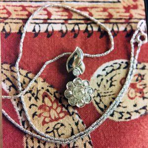 Pendente in oro bianco con diamanti taglio antico realizzato a mano