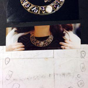 Parure composta da collier, bracciale, anello e orecchini in oro giallo con ametista, quarzo citrino e agata, realizzata a mano. È dall'evoluzione di queste forme che nasce la linea Arabeschi
