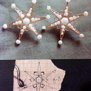 Orecchini in oro giallo con perle realizzati a mano. Riproduzione di un gioiello antico