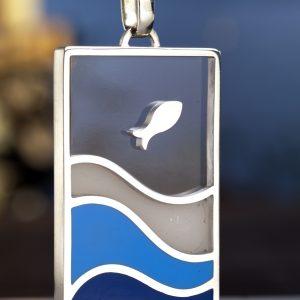Pendente in argento, resina, contenente: acqua di mare di Capo Miseno, sabbia ed altri materiali raccolti sulle sue spiagge Lato A